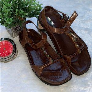 NWT Earth Sandals